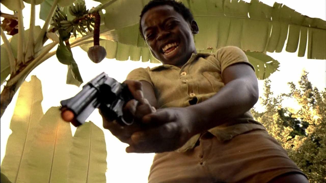 拳銃を笑顔で撃つ後のリトル・ゼ