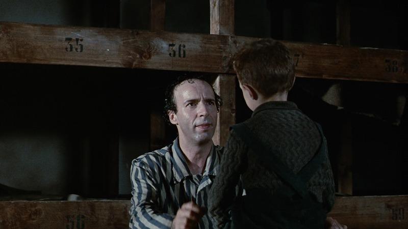 収容所でジョズエをうまくたしなめるグイド