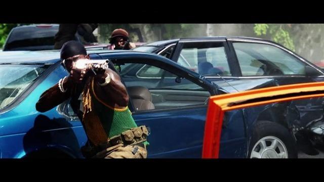 街中の銃撃戦のシーン