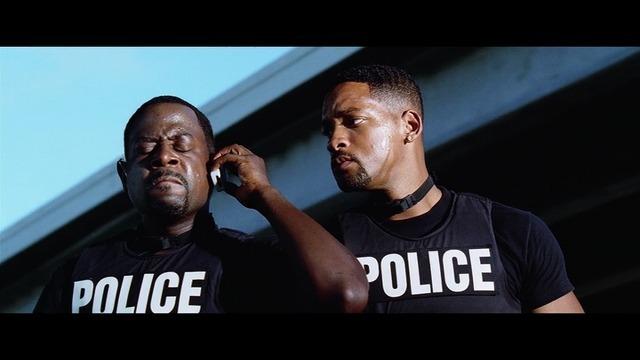 シドが麻薬王に捕まったと連絡を受けるマーカスとマイク