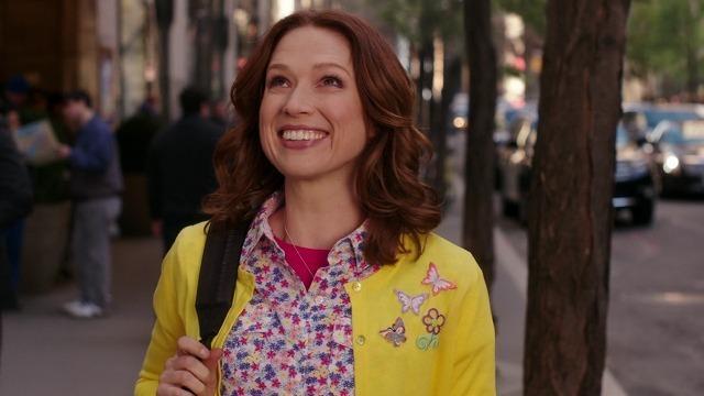 キミーがニューヨークをわくわくしながら歩くシーン