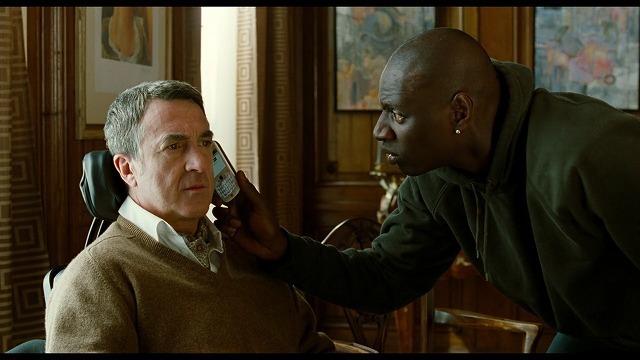 文通相手と話す勇気を出せないフィリップ、その彼女に無理やり電話をかけるドリス