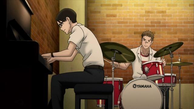 演奏中の千太郎と薫