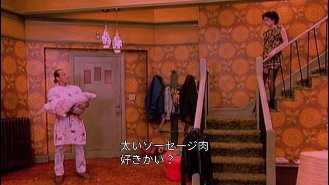 シットコムっぽい演出でミッキーとマロリーが出会うシーン