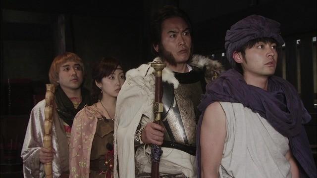 ヨシヒコ、ダンジョー、ムラサキ、メレブがドラクエ的に縦一列に並ぶ