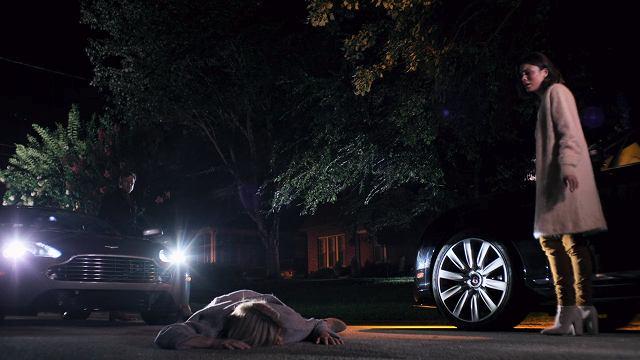 ダイナスティ-車に轢かれるクラウディア