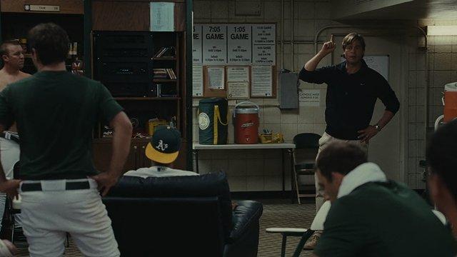 マネーボール-チームを叱責するビリービーン