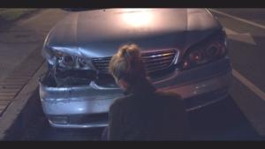 デッドトゥーミー 車を調べるジェン